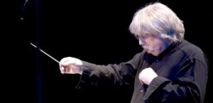 karl-jenskins-conducting